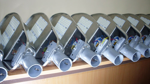 Недорогой уличный светодиодный светильник 9000 Лм 100 Вт